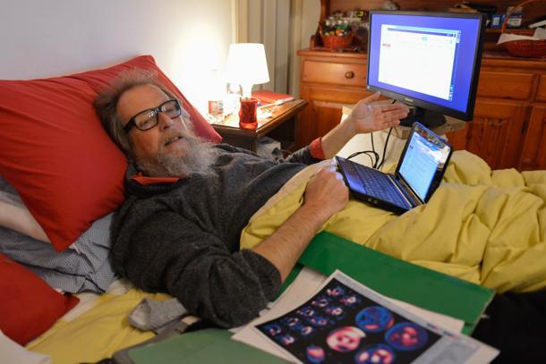 Carlo a Bogliasco su una sedia a rotelle e pensione bloccata