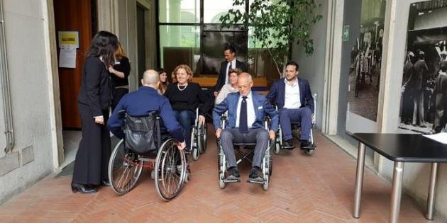 Disabili e barriere architettoniche, politici in carrozzella per capire le difficoltà